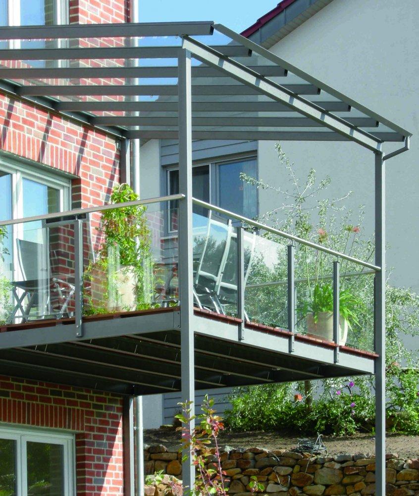 balkon aus stahl und holz wohndesign m bel ideen. Black Bedroom Furniture Sets. Home Design Ideas
